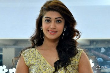 Pranitha-Subhash-at-Hello-Guru-Prema-Kosame-Movie-SM