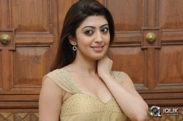 Pranitha-at-Pandavulu-Pandavulu-Tummeda-Audio-Launch