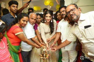 Priyanka-Jawalkar-Inaugurates-Be-You-Salon-at-Nalgonda