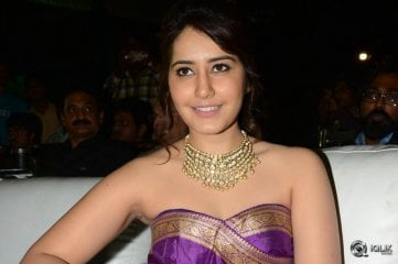 Raashi-Khanna-at-Bengal-Tiger-Triple-Platinum-Disc-Function