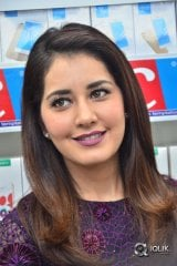 RaashiKhanna  Launches 50th BIG C Showroom in Kukatpally