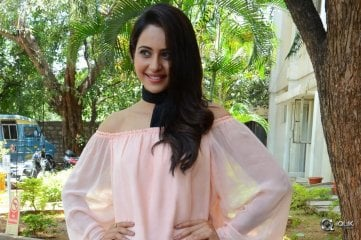 Rakul-Preet-At-Jaya-Janaki-Nayaka-Movie-Success-Meet