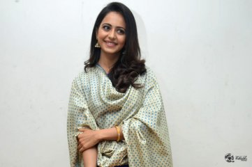 Rakul-Preet-Singh-at-Rarandoi-Veduka-Chudham-Press-Meet