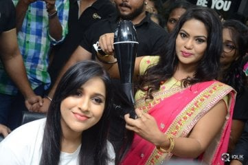 Rashmi-Gautam-Launches-Be-You-Salon-at-AS-Rao-Nagar
