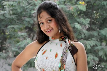 Sandeepthi-at-Nenu-Nene-Ramune-Movie-Press-Meet