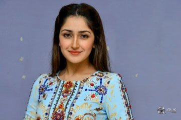 Sayesha-Saigal-New-Photos