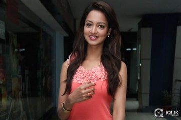 Shanvi-at-Rowdy-Movie-Premiere-Show