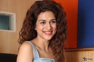 Shraddha Das at Guntur Talkies Movie Promotions