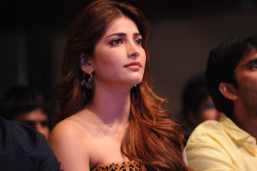 Shruthi Hassan at Balupu Audio Function
