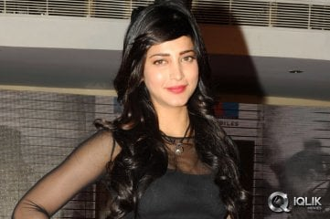 Shruthi-Hassan-at-Yevadu-App-launch