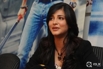 Shruti-Haasan-at-Ramayya-Vastavayya-Press-Meet