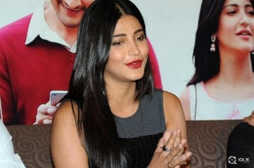 Shruti Haasan at Srimanthudu Movie Thank You Meet