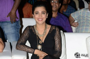 Shruti-Hassan-at-Race-Gurram-Success-Meet