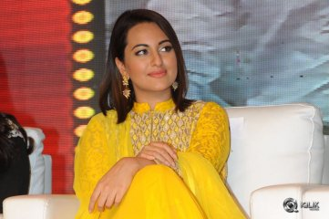 Sonakshi-Sinha-at-Lingaa-Movie-Audio-Success-Meet