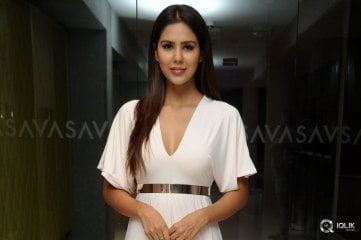 Sonam-Bajwa-at-Pandavullo-Okkadu-Movie-Audio-Launch