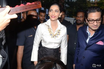 Sonam-Kapoor-Launches-Raghavendra-Rathore-Store-at-Banjara-Hills