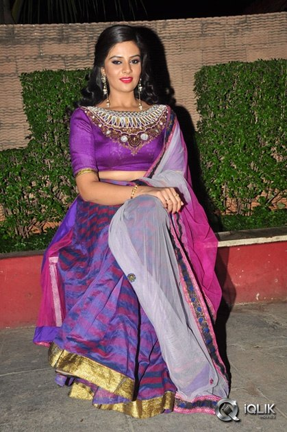 Sreemukhi-at-Dhanalakshmi-Thalupu-Thadithe-Movie-Audio-Launch