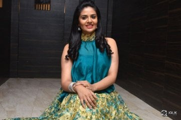 Sreemukhi-at-O-Pilla-Nee-Valla-Movie-Audio-Launch