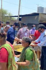 Srikanth distributed food to Daily wage workers near Chitrapuri Township