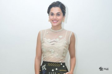 Taapsee At Anando Brahma Movie Trailer Launch