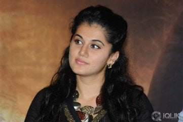 Taapsee-at-Sahasam-Success-Meet