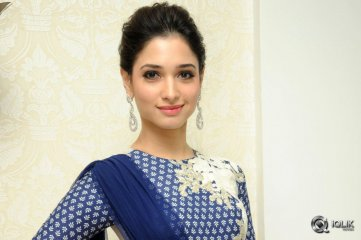 Tamannaah-at-Alludu-Seenu-Movie-Preview-Show