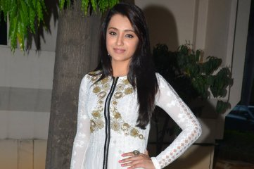 Trisha-at-Nayaki-Movie-Trailer-Launch