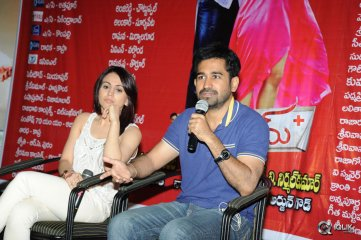 Vijay-Antony-and-Aksha-at-Dr-Saleem-Movie-Success-Meet