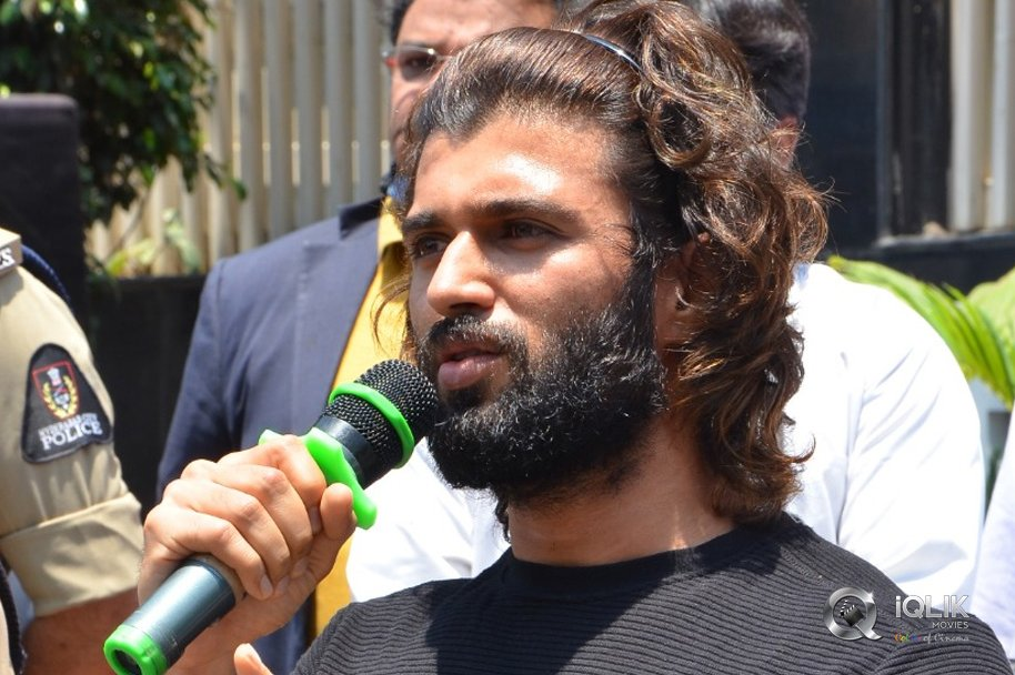 Vijay-Devarakonda-Launches-Face-Protection-Shields