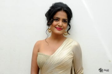 Vishakha-Singh-at-Rowdy-Fellow-Movie-Audio-Launch