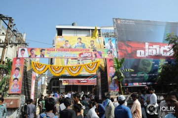 Yevadu-Hungama-at-Sandhya-Theatre