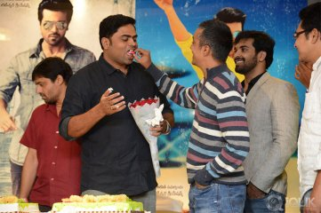 Yevadu-Press-Meet