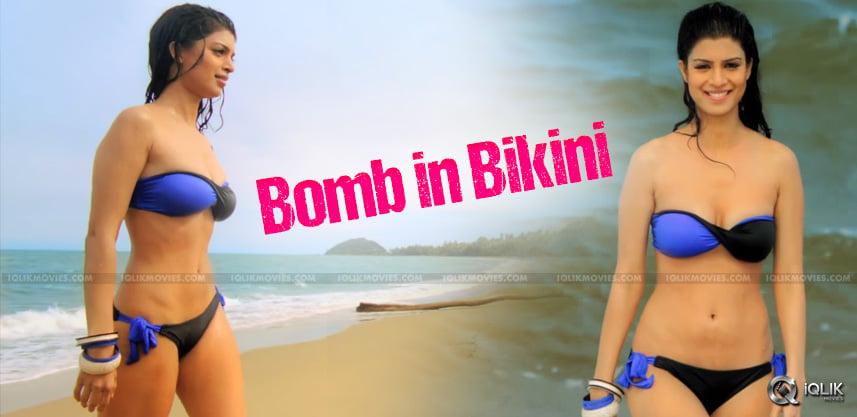 tena desae bikini