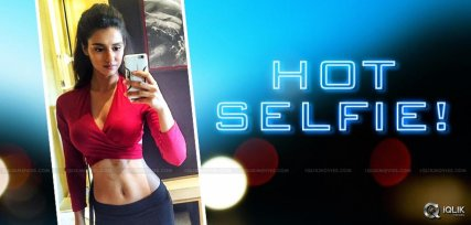 disha-patani-selfie-details