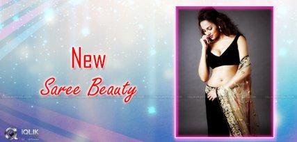 anjalie-gupta-looking-hot-in-saree