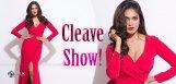 malavika-mohanan-cleavage-show